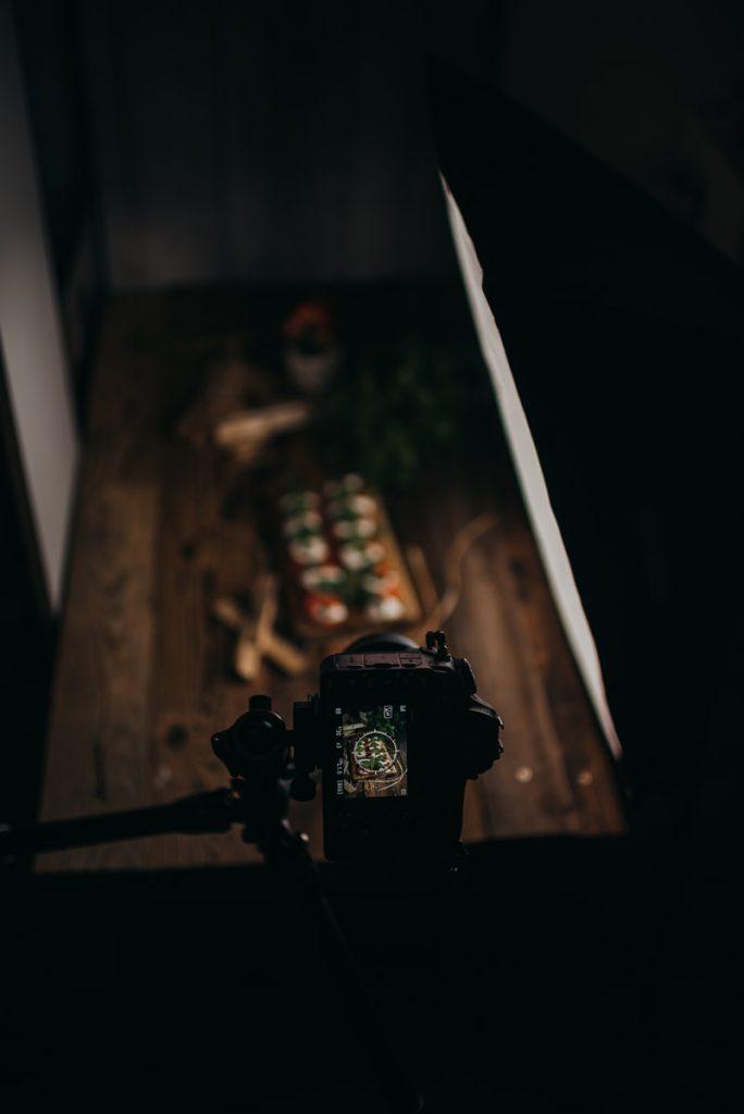 Nikon D850 vor einem Food Fotografie Set