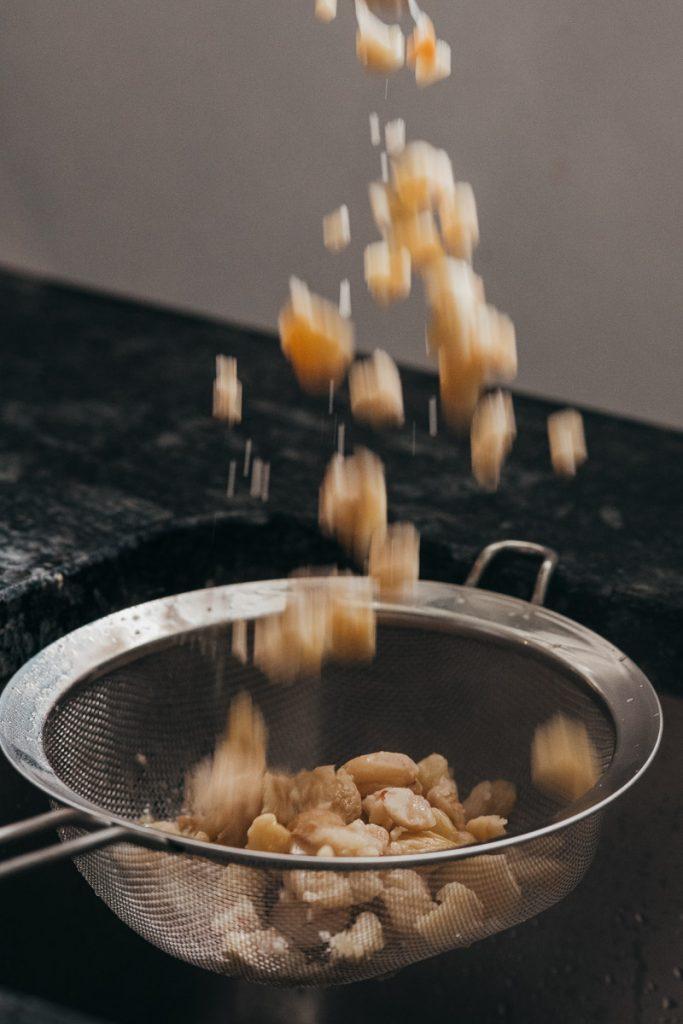 Kochende Marronis für das Vermicelles Dessert