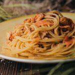 Spaghetti mit Lachs und Tomaten